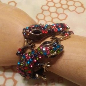 Jewelry - CRYSTAL PAVE DOUBLE GECKO HINGED BANGLE BRACELET
